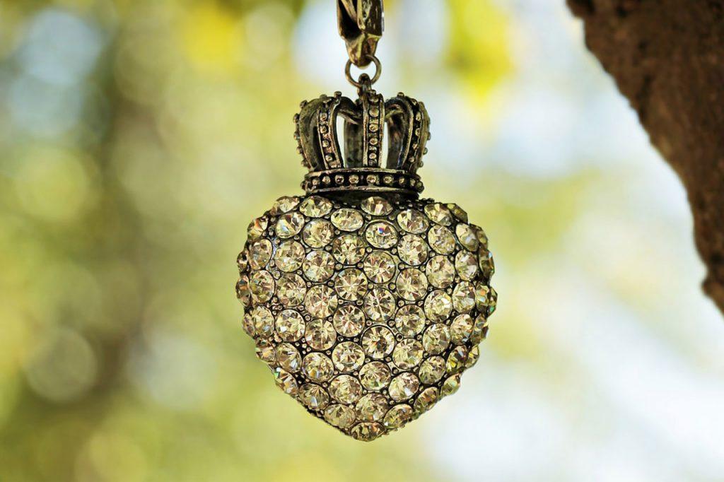 Comment acheter un bijou qui à du sens pour votre relation ?